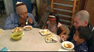A day in the life of a family with the caravan in Tijuana [Video]