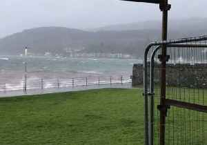 Wild Winds Pester Firth of Clyde Shores [Video]