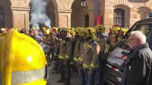 Firefighters and Doctors Demand Labor Improvements Outside Catalan Parliament [Video]