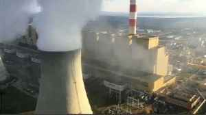 Greenpeace stages chimney top protest at Polish coal power plant [Video]