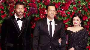 Deepika - Ranveer Reception: MS Dhoni arrives with wife Sakshi Dhoni; Watch Video | FilmiBeat [Video]