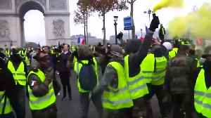 Riot police tear gas ''yellow vest' protesters with in Paris [Video]