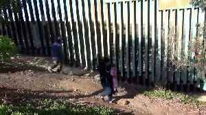 US border patrols arrest mother and daughter after crossing [Video]
