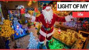 A real-life Santa decked out his home in 3,000 Christmas lights [Video]