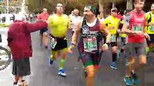 Heartwarming moment Italian grandma enthusiastically high fives marathon runners [Video]