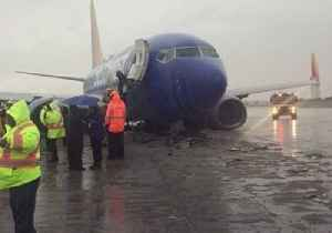 Plane Skids Down Runway at Burbank Airport Amid Rainy Weather [Video]