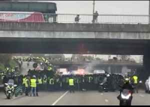 Yellow Vest Protesters Block Off Paris Ring Road [Video]