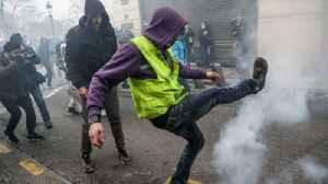 Police fire tear gas at Paris protesters [Video]