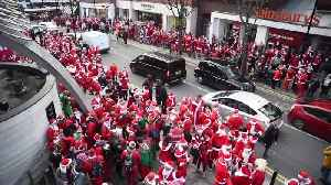Thousands of Santas take over London in worldwide Christmas parade [Video]