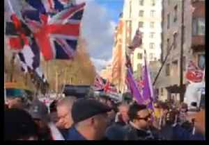 Tommy Robinson Leads 'Brexit Betrayal' Rally in London Ahead of Key Vote [Video]