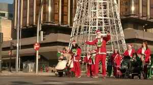 Thousands dressed as Santa Claus race through Madrid for charity [Video]