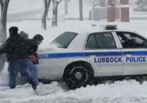 Passersby Help Push Texas Police Car Out of Snowy Parking Lot [Video]