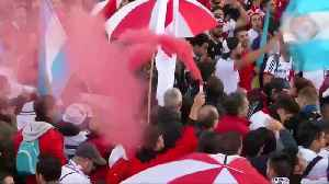 Fans of River Plate and Boca Juniors turn up party atmosphere ahead of final [Video]
