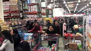 Holiday shoppers pack Costco as Christmas nears [Video]