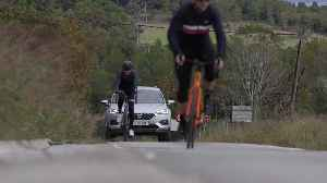 Seat - The car that looks out for cyclists [Video]