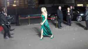 Kate Moss arrives at Fashion Awards [Video]