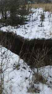 Alaskan Discovers a Huge Sinkhole After Earthquake [Video]