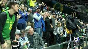 Community donations send kids to Ducks basketball game [Video]