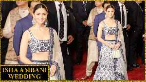 Alia Bhatt LEAVES Ranbir Kapoor, Arrives SOLO At Isha Ambani's Wedding [Video]