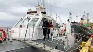 Round-the-world sailor Susie Goodall reunited with family [Video]