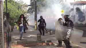 Clashes erupt between Bogota police and student protesters in final education protest of the year [Video]