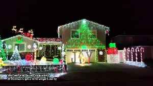 Family creates dazzling Christmas Light display in US [Video]