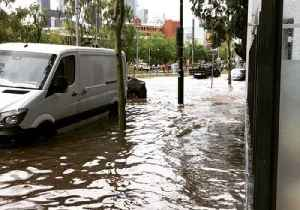 Flash Flooding in Southbank After Torrential Rain Lashes Melbourne CBD [Video]