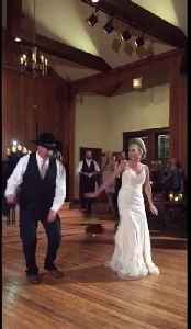 This father-daughter wedding dance had every guest up on their feet [Video]