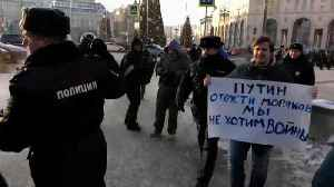 Peace protesters face hostility in Moscow [Video]