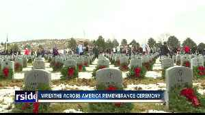 Thousands of wreaths adorn tombstones of departed veterans in remembrance ceremony [Video]