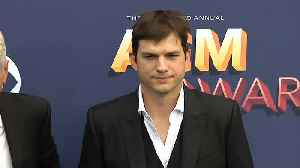 Ashton Kutcher gifts Dax Shepard a personalised shower curtain [Video]