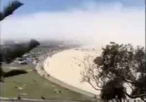 Fog Cloud Rolls Over Sydney's Bondi Beach [Video]