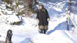 See the daily routine an Old Believer hermit living in Siberia [Video]