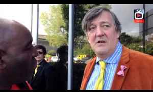 Stephen Fry Wishes Arsenal Good Luck in The FA Cup [Video]