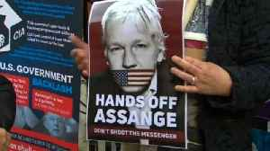 German MPs meet Julian Assange at London's Ecuadorian embassy [Video]