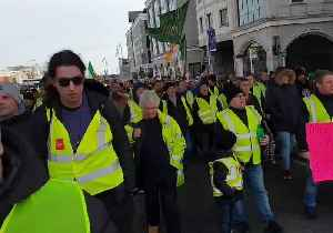 News video: 'Yellow Vest' Protesters March in Dublin Over Eviction of Family