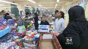 Kids Learn To Help The Needy During The Holiday Season [Video]