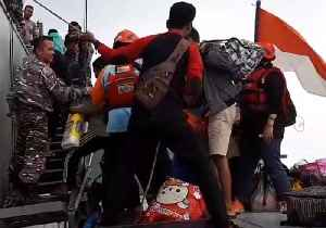 Hundreds Evacuated as Alert Level Raised at Anak Krakatau Volcano [Video]