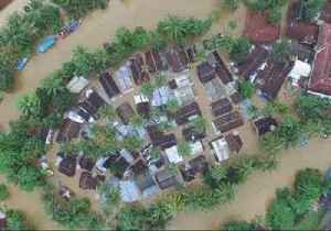 Drone Video Shows Banten's Labuan Covered by Tsunami Floodwaters [Video]