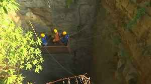 India steps up efforts to rescue trapped miners [Video]