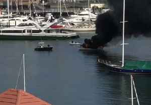 Boat Catches Fire in Sydney Harbour [Video]
