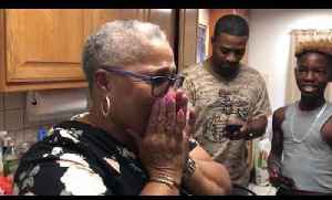 Man Surprises Mom with New Oven for her Birthday [Video]
