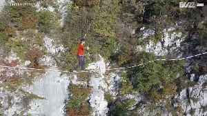 Man highlines over French Alps blindfolded [Video]