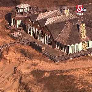 Cape mansion on crumbling dune on brink of collapse [Video]