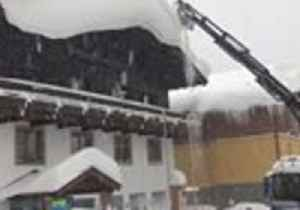 Firefighters Clear Snow in Austria Amid Heavy Snowfall in Northern Alps [Video]