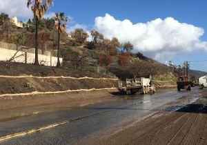 Parts of Pacific Coast Highway Shut Down Following Mudslides [Video]