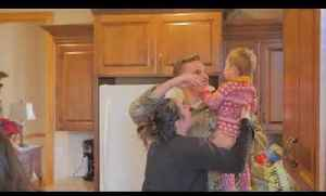 Soldier Surprises Wife and Toddler with Visit During Christmas [Video]