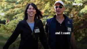 Jeff Bezos's Divorce Could Make His Wife MacKenzie Bezos the Richest Woman in the World [Video]