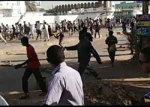 Sudanese Forces Crack Down on Anti-Government Protest in Omdurman [Video]