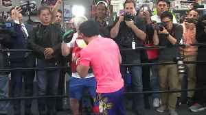 Boxers Broner and Pacquiao face off to press before fight [Video]